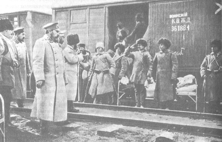 Куропаткин у санитарного поезда 1903 г