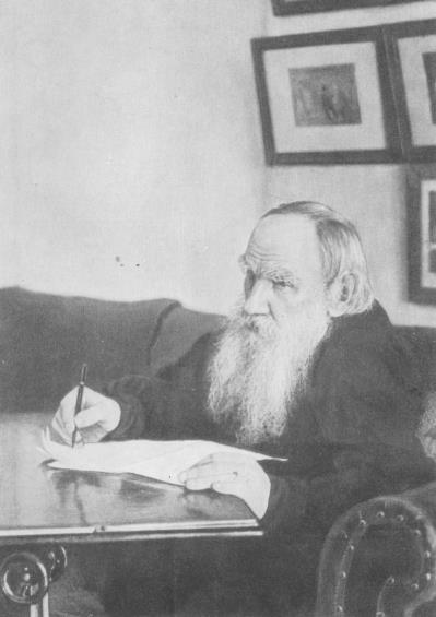 Л. Н. Толстой в кабинете
